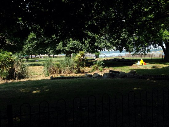 The Strand Leisure Park: Toddlers park on sand pit