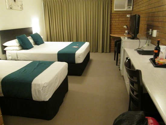 Airport Admiralty Motel: Twin room