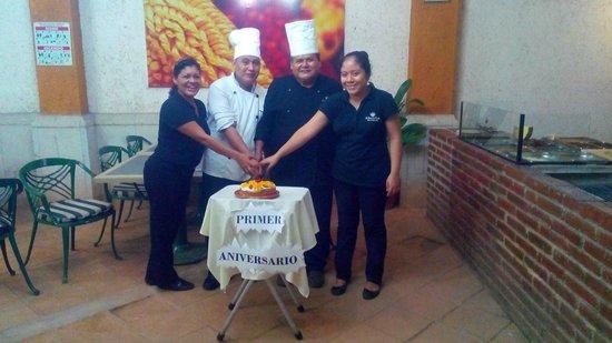 La Casa de Las Tlayudas: Nuestro Gran equipo Celebrando nuestro primer aniversario