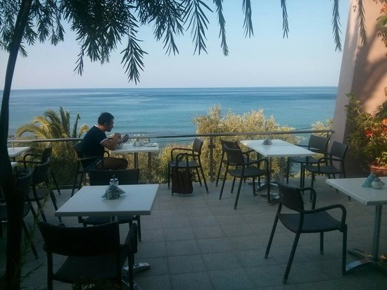 Horizon Beach Hotel : Breakfast