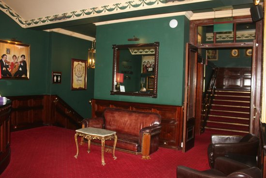 Kilkenny Hibernian Hotel: Aufgang zum Speiseraum