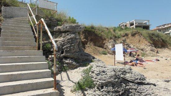 Selena Beach Hotel: Лестница-кудесница из отеля на пляж