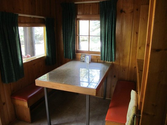 Idlewilde by the River: Aloha cabin dining nook