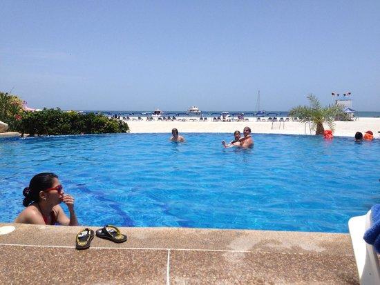 Coche Island, Venezuela: La piscina y su borde infinito