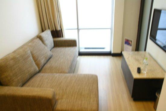 Vacio Suite : 四人房的沙發其實是沙發床,展開很大哦!