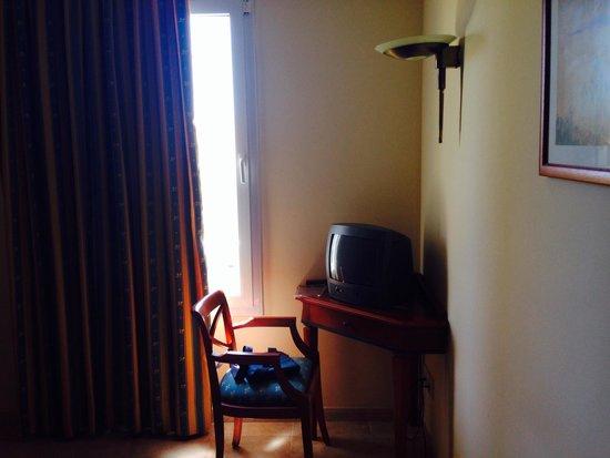 Insotel Punta Prima Resort: Tv in camera da letto degna di un miope