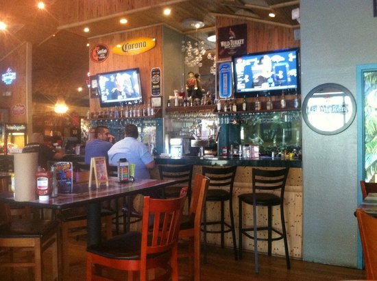 Dillon's KC BBQ : Bar dining area.