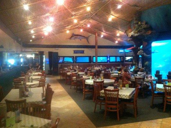 Dillon's KC BBQ: Main dining room.