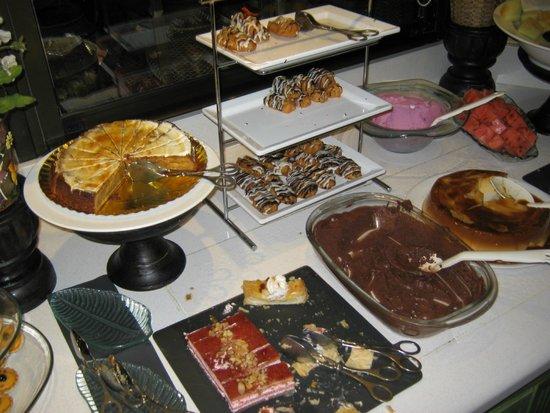 Green Garden Resort & Suites: Desserts