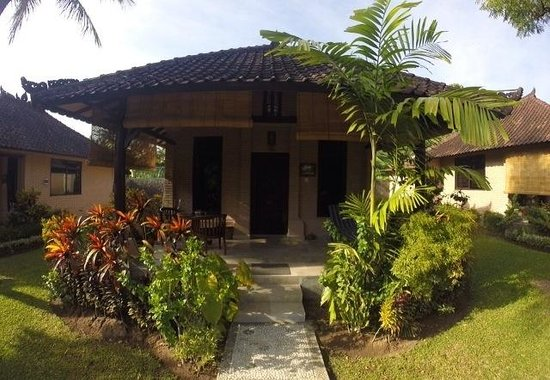 Hidden Paradise Cottages : Front of cottage