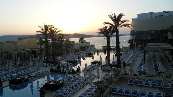 db San Antonio Hotel + Spa: sunset from the bar balcony