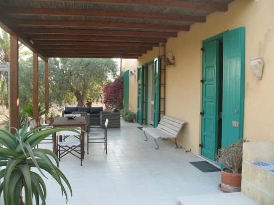 B&B Mille Mandorli: veranda esterna