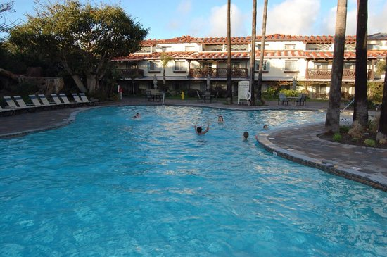 Embassy Suites by Hilton Mandalay Beach Resort: Kids love the pool