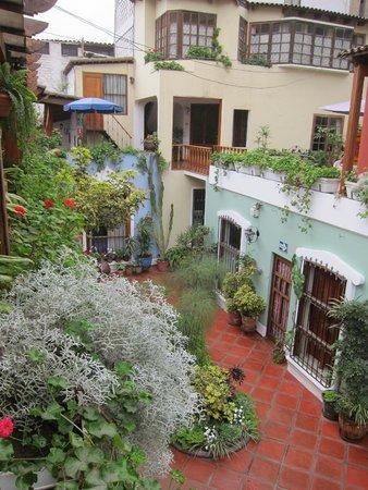 Hostal El Patio : lovely setting!