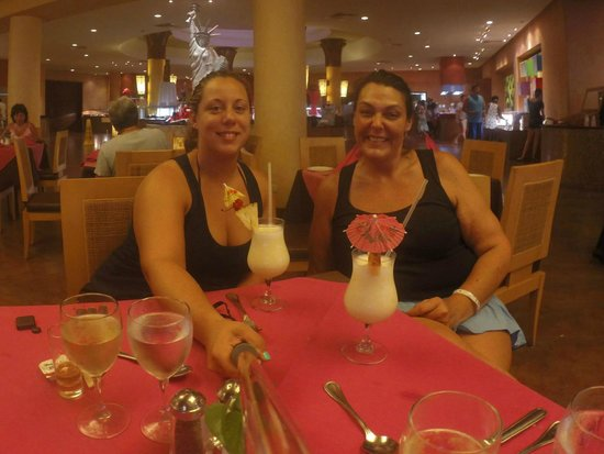 Barcelo Maya Palace Deluxe: At the buffet