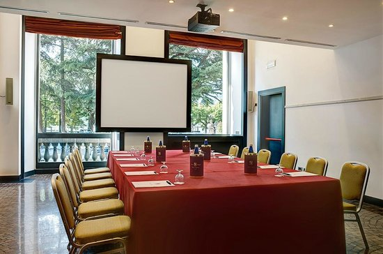 Palace Hotel: Boardroom style meeting