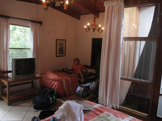 Costa Verde Inn: Our first room