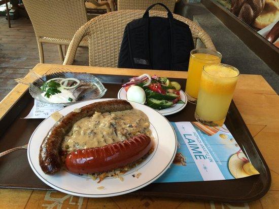 Lido: Nice food