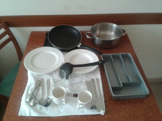 Hesperia Sant Joan : The kitchen utensils set for two