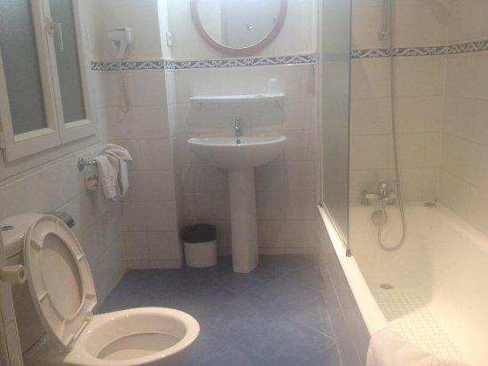 Hotel Richmond: Banheiro amplo