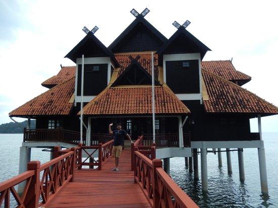 Berjaya Langkawi Resort - Malaysia : ginormous suite at the resort