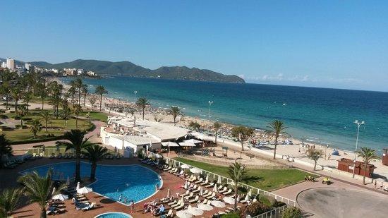 Protur Playa Cala Millor Hotel: Utsikt mot stranda