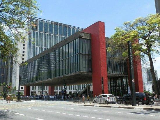 Museum Kesenian Sao Paulo (Museu de Arte de Sao Paulo Assis Chateaubriand)