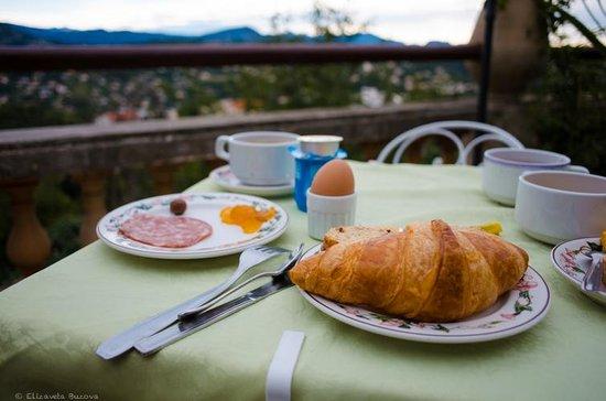Hotel Miramar : завтрак на террасе