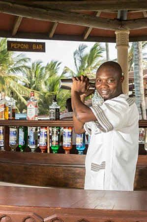 Amani Tiwi Beach Resort: Cocktails at the Peponi Bar..