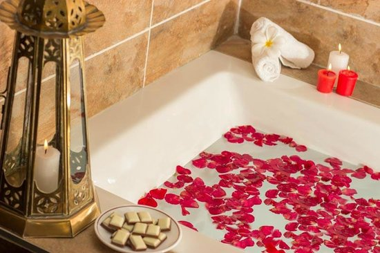 Amani Tiwi Beach Resort: Suite...Bathtub...
