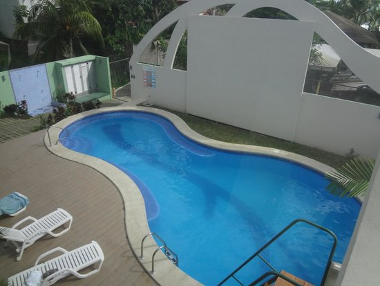 Room2Board Hostel and Surf School: Pool (there is no smoking anywhere on the premises)