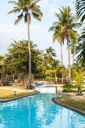 Amani Tiwi Beach Resort: Pool