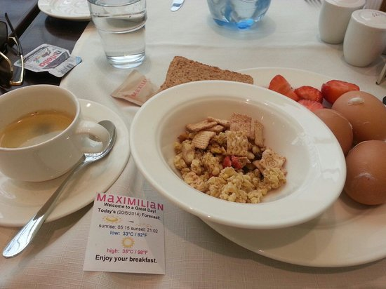 Maximilian Hotel: Breakfast