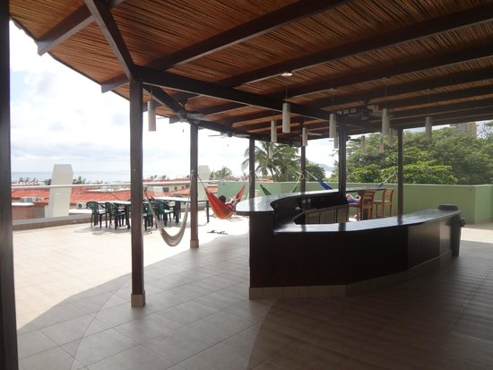 Room2Board Hostel and Surf School: fourth floor hammocks