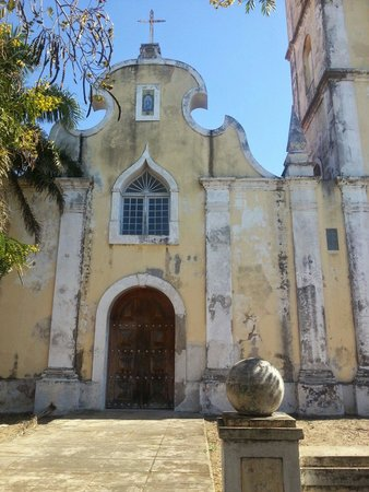 Catedral da Nossa Senhora da Conceicao: The original church over 200 yrs old.
