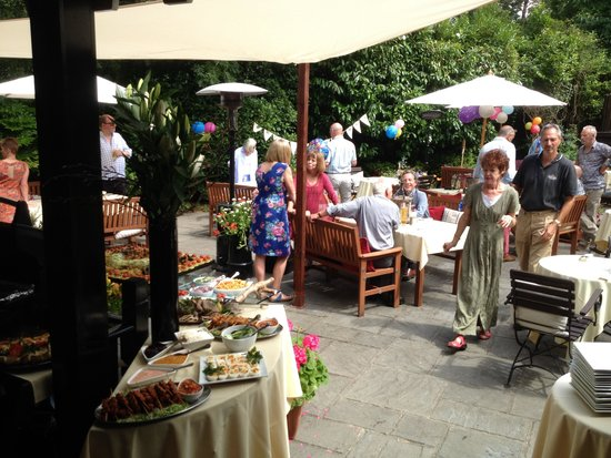 Bryn Artro Country House : The garden party