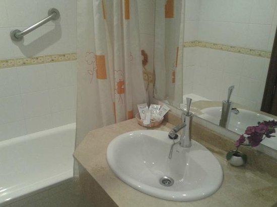 Hostal La Fuente: Baño