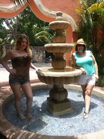Hacienda San Miguel Hotel & Suites : Had to get in the fountain once
