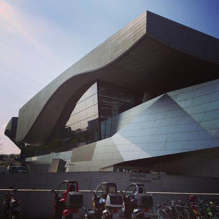 BMW-Museum: exterior do prédio principal