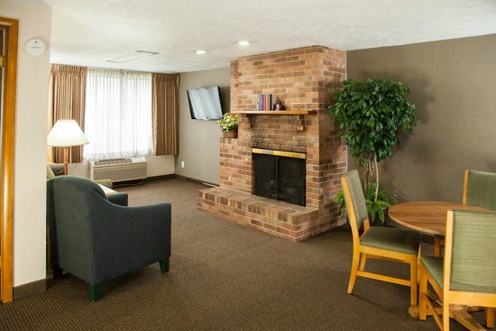 Evergreen Resort : Sitting area of one of our fireplace suites
