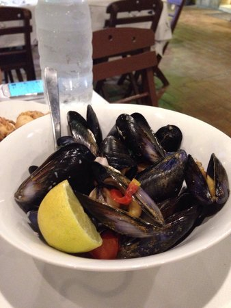 Pizanias Kyriakos The Sea Star: Boilrd mussels with wine- excellent , much better than brussels