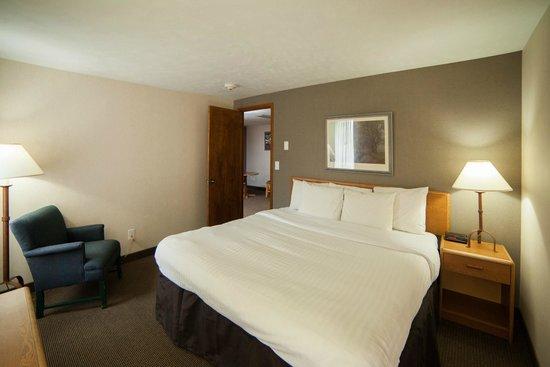 Evergreen Resort : Bedroom/Sleeping area of one of our suites