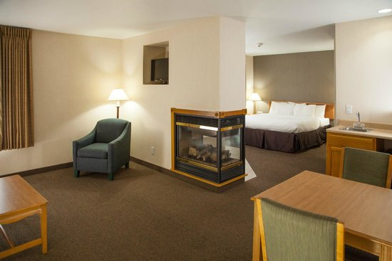 Evergreen Resort : Whirlpool and fireplace rooms available