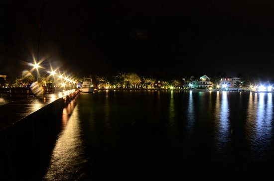 Ramon's Village Resort : Ramons Pier @ Night