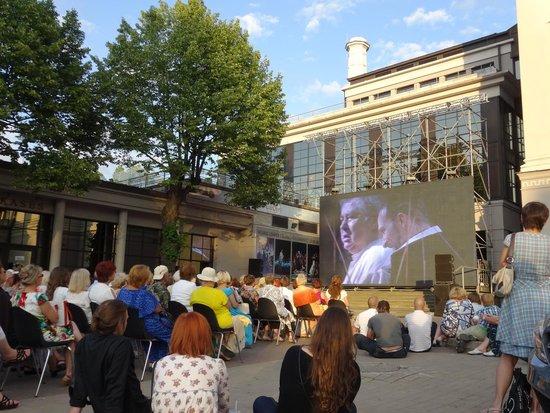 Vermanes Park: Telão com ópera para os frequentadores do parque.