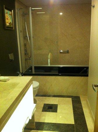 Istanbul Gonen Hotel: Clean bathroom