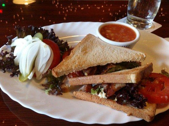 Hooters Interlaken: Interlaken - Hooters - BLT-Sandwich - bacon/lettuce/tomato - yummy