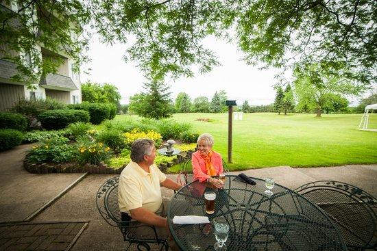 Evergreen Resort : Enjoy indoor or outdoor dinning in the Terrace Room Restaurant