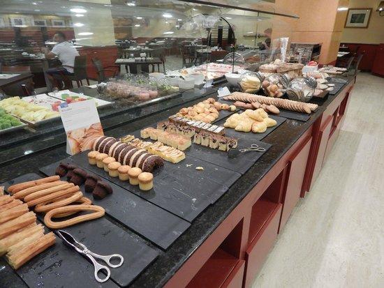 NH Madrid Paseo de la Habana: Desayuno