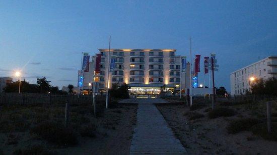 Hôtel Spa du Beryl : Vue nocturne, de la plage